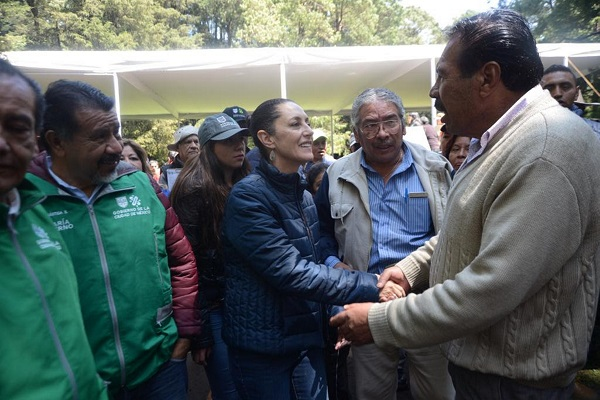 La jefa de gobierno de la Ciudad de México, Claudia Sheinbaum, presidió la entrega de ayudas del programa Altépetl, San Lorenzo Acopilco. Foto: Notimex