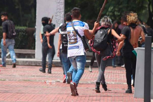 Detienen a presunto agresor de estudiantes en torre de Rectoría