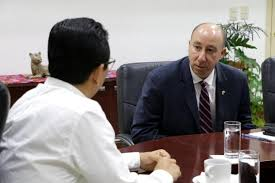 REUNIÓN. El fiscal Jorge Luis Llaven recibió al agregado jurídico del FBI, James Rubin. Foto: Especial