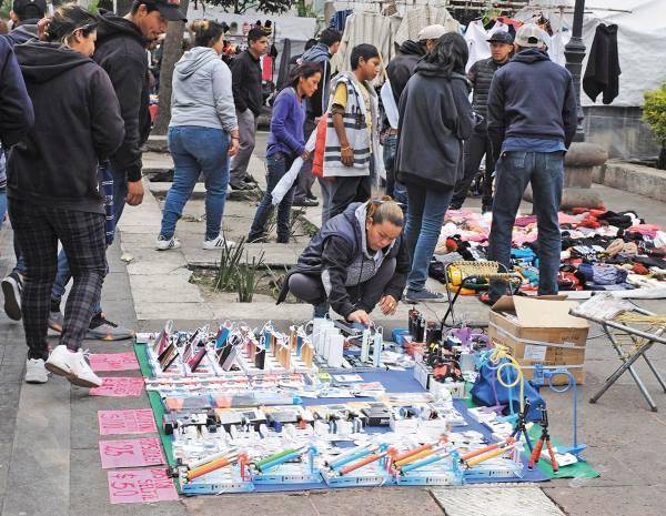 PENDIENTE. El alcalde se comprometió a regular el comercio en vía pública, una demanda de los habitantes. Foto: Víctor Gahbler.