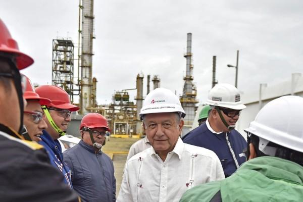 Andrés Manuel López Obrador en la refinería de Ciudad Madero en Tamaulipas. Foto: Cuartoscuro