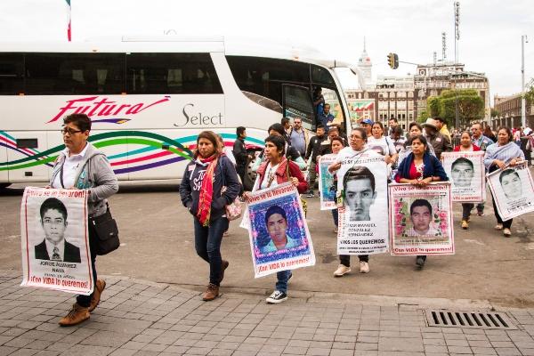Ayotzinapa_Reunion_Palacio