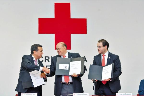 COLABORACIÓN. José Salvador Aburto, titular del Cenatra y Fernando Suinaga, de Cruz Roja. Foto: Pablo Salazar