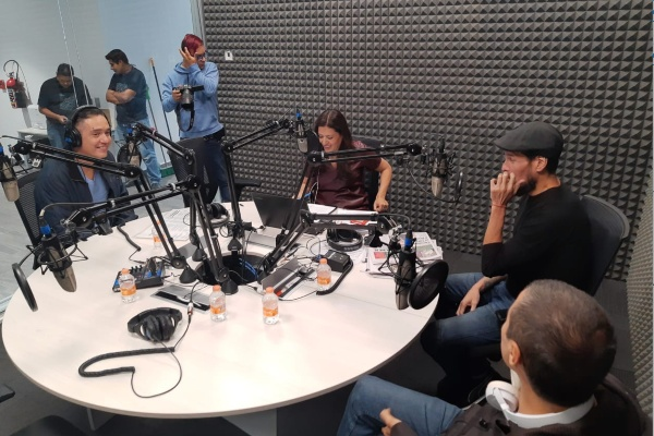 DLD en entrevista en cabina en Sergio y Lupita  FOTO:ESPECIAL