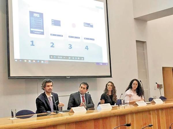 SOS. Luis Fernando Gómez, César Cravioto y Ximena Suárez, ayer en la presentación. Foto: Especial.