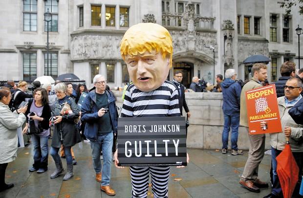 ENGAÑO. Se concluyó que Johnson mintió a la reina para suspender el Parlamento. Foto: Reuters