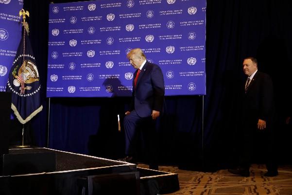 El presidente Donald Trump llega a una conferencia de prensa en Barclay New York durante la Asamblea General de las Naciones Unidas. FOTO: AP Photo/Evan Vucci