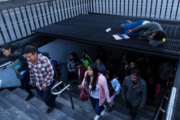 metro_zocalo_marcha_ayozinapa
