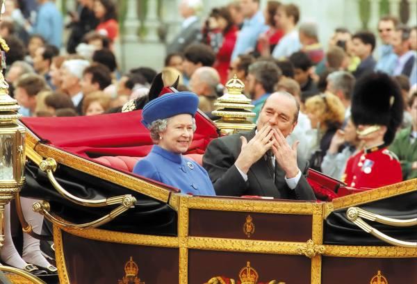 1996. El presidente de Francia, Jacques Chirac, visitó a la reina británica Isabel II. Foto: AFP