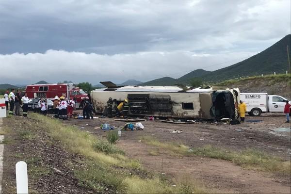sonora_volcadura_camion_pasajeros_heridos