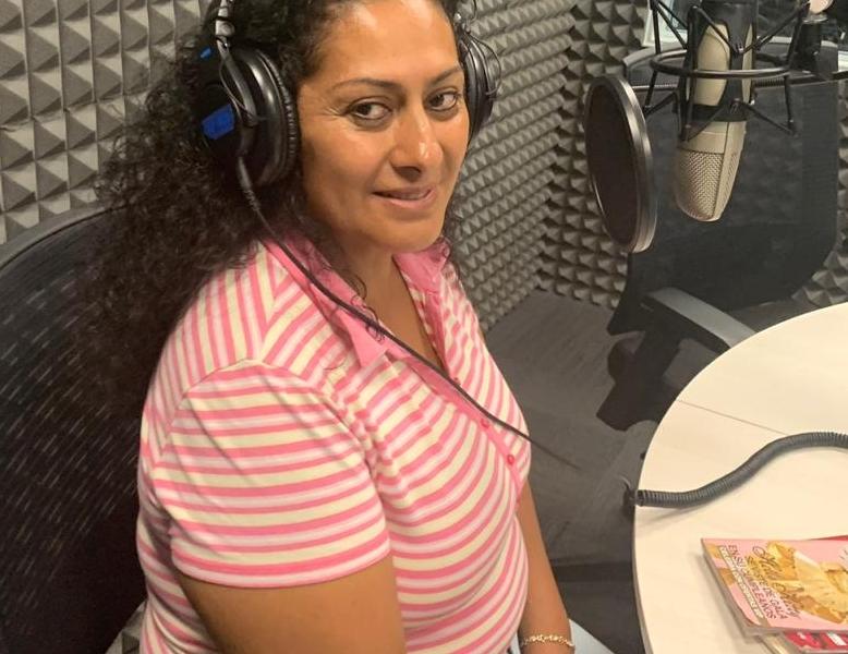 Graciela Ramírez, vendedora por catálogo, argumenta que le pueden quitar su pensión. Foto: Especial