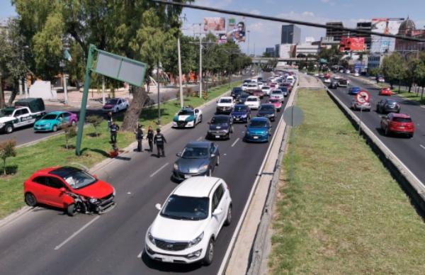 El percance dejó como saldo un conductor herido y daños materiales. FOTO: Gerardo Galicia
