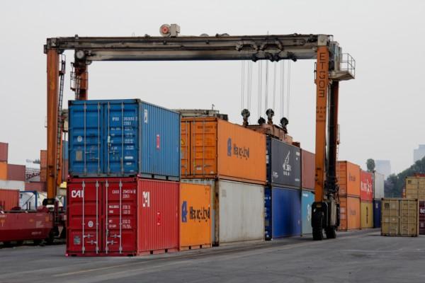 Las importaciones cayeron 5.9 por ciento, al cerrar el mes en 39 mil 655 mdd. Foto: Cuartoscuro
