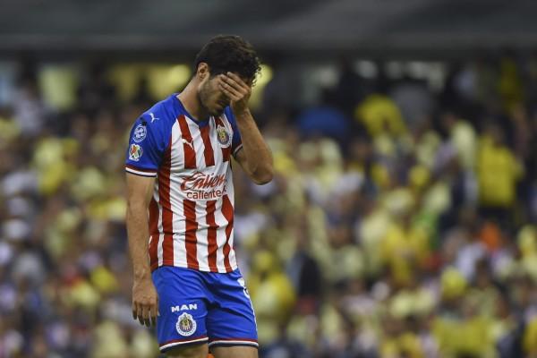 Antonio Briseño lesionó de fea forma al delantero del América Gio Dos Santos. Mexsport