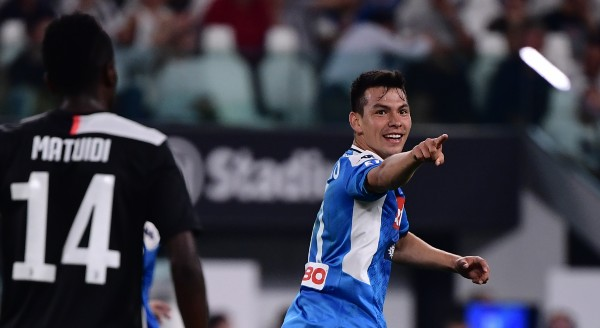 ACERTADO. Así festejó Lozano, en su estreno como jugador napolitano. Foto: AFP