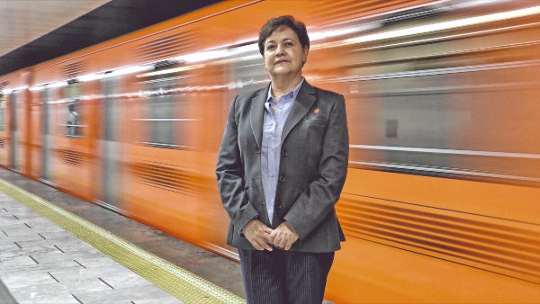 ASCENSO. Nadia atendía una taquilla, luego fue conductora, y hoy es directora del Cendi del Metro. Foto: Moisés Rosas