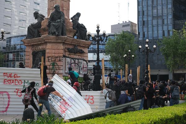 vandalismo-marchas-2-octubre-cinturones-paz-noticiero-capitalino-cuartoscuro