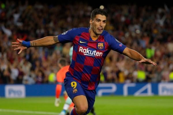 Luis Suárez logró el doblete que dio el triunfo a Barcelona. AP