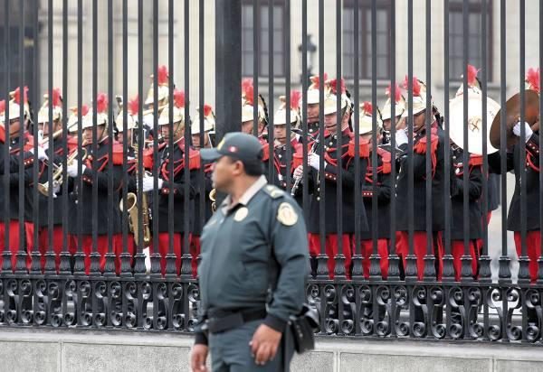 CEREMONIA. El gobierno retomó ayer las actividades dentro de su sede. Foto: AP.