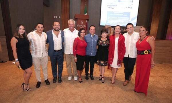 El gobernador de Quintana Roo, Carlos Joaquín y socios de la COPARMEX entre otros invitados. Foto: Especial