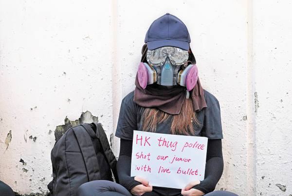 MÁSCARAS de respiración para trabajos industriales. Foto: AP