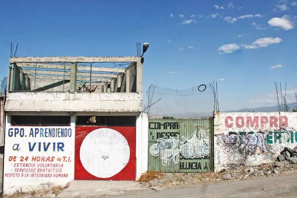 Mil 500 adictos se atienden en estos centros; algunas casas para una familia de 5 integrantes son adaptadas para 40 internos. Foto: CUARTOSCURO.