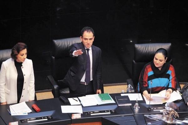 El secretario de Hacienda, Arturo Herrera, compareció en la Cámara de Senadores. Foto: Leslie Pérez