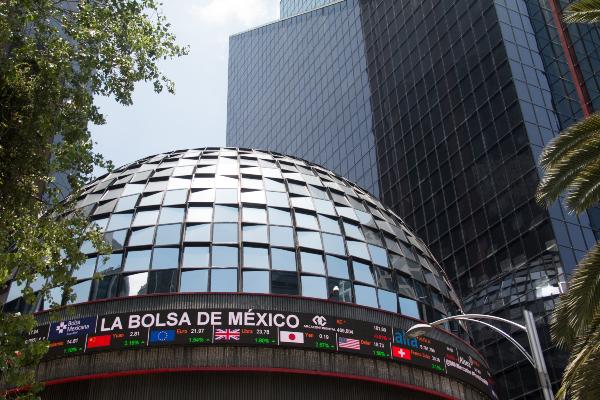 Bolsa Mexicana de Valores abre con una ligera baja y peso sigue ganando terreno