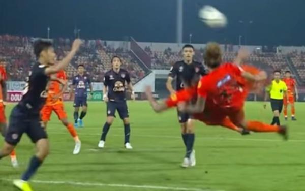 La anotación recordó el episodio en el que Oliver Atom y Tom Misaki marcan gol de doble chilena ante Francia. FOTO: Youtube Guardian Football