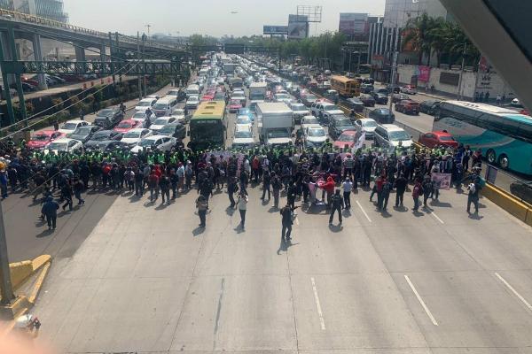 Elementos de la Policía Federal bloquearon Circuito Interior. Foto: Especial.