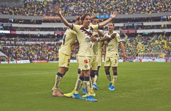 TERRITORIO. Los americanistas celebraron un gol ante las Chivas. Foto: Mexsport