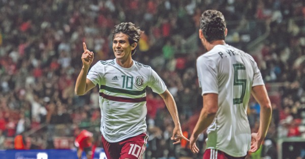OLFATO. El joven Macías celebró su anotación ante Trinidad y Tobago, en amistoso pasado del Tricolor. Foto: Mexsport