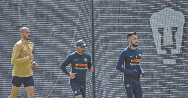 ENFOCADOS. Carlos González y Alfredo Zaldívar trotaron en las canchas de la Cantera. Foto: Mexsport