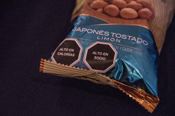 Nuevo etiquetado tendrá advertencias sobre el contenido de calorías, sodio, azúcares y grasas saturadas.  FOTO: MARIO JASSO /CUARTOSCURO.COM