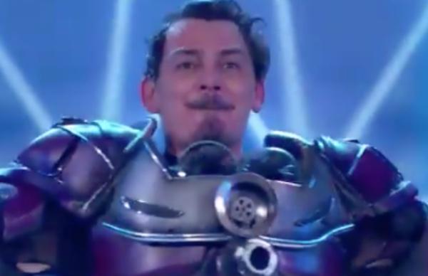 En el sexto programa Adrián Uribe se llevó la noche al descubrir que José Manuel Figueroa. FOTO: Especial