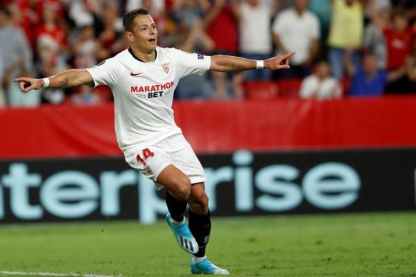 Javier Hernández no pudo anotar frente al Barcelona. AP