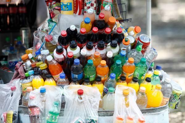 La información nutrimental de los productos debe aparecer en la parte frontal. Foto: CUARTOSCURO.
