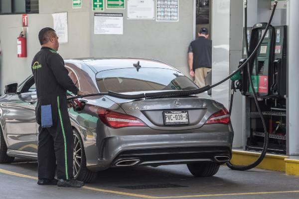 La baja en las ventas se refleja en menores importaciones de gasolina. Foto: CUARTOSCURO.