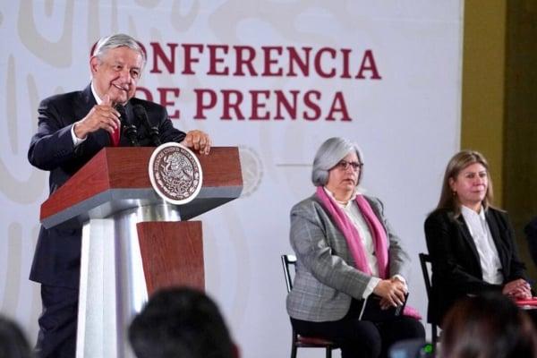 El presidente junto a la secretaria de Economía. Foto: Presidencia