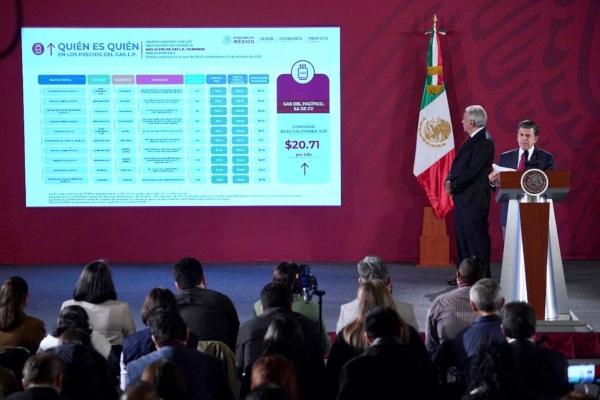 Ricardo Sheffield junto a López Obrador. Foto: Presidencia
