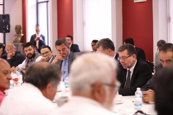 La mesa de diálogo se instaló desde las 11:00 de la mañana. Foto: @Ricar_peralta