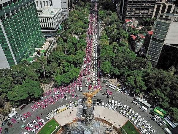 PROTESTA. Utilizar parte de Reforma como estacionamiento trastornó la vialidad en gran parte de la capital. Foto: Víctor Gahbler.