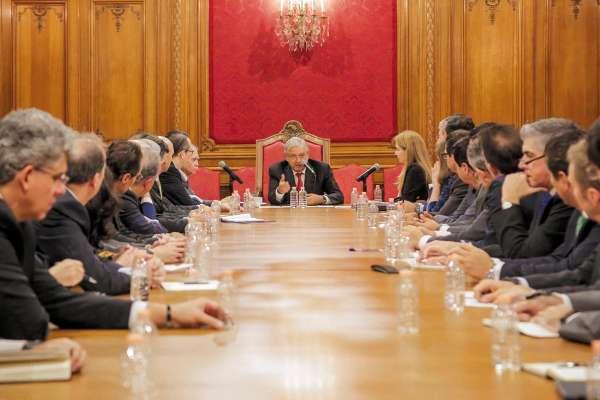 ÁGAPE. El Presidente de la República se reunió ayer en Palacio Nacional con un grupo de empresarios de distintos rubros con la idea de construir un programa nacional de infraestructura. Foto: Especial.