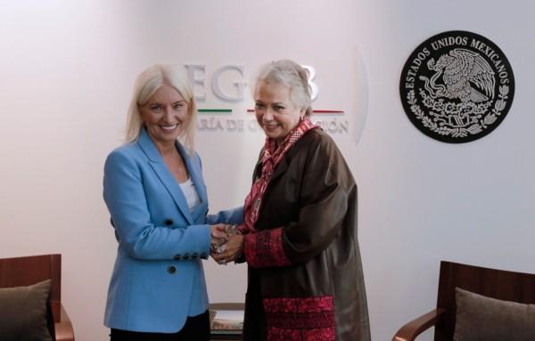 Olga Sánchez Cordero, secretaria de Gobernación y Carolyn Everson, vicepresidenta de Global Marketing Solutions de Facebook. Foto: Especial