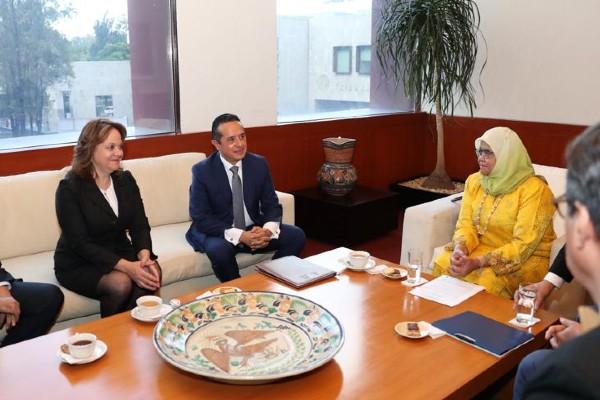 Carlos Joaquín, gobernador de Quintana Roo en reunión con representante de la ONU. Foto: Especial
