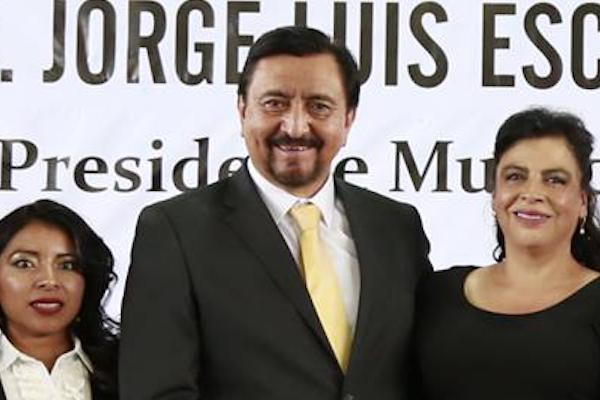 Las MArgaritas Chiapas arrastran a alcalde Jorge Luis Escandon