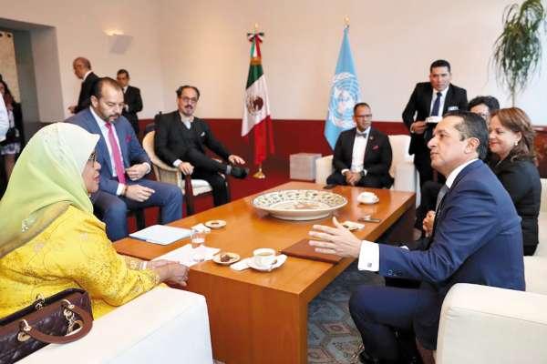 COLABORACIÓN. Carlos Joaquín y Maimunah Mohd firmaron el acuerdo. Foto: Especial.
