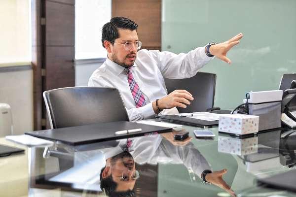 RENOVACIÓN. Carlos Martínez presentó el nuevo esquema para transparentar los procesos. Foto: Víctor Gahbler.