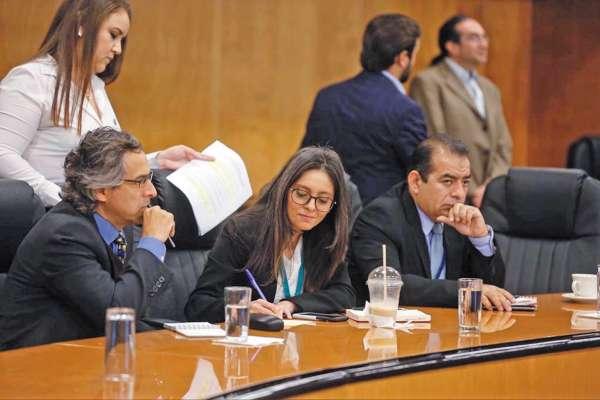 REUNIÓN. Diputados de la comisión de Hacienda analizaron paquete fiscal. Foto: Especial.