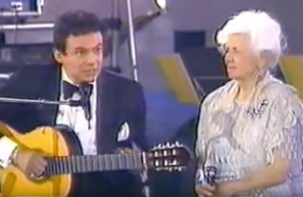 """En Siempre en Domingo, madre e hijo cantaron """"Las Margaritas."""" FOTO: Especial"""